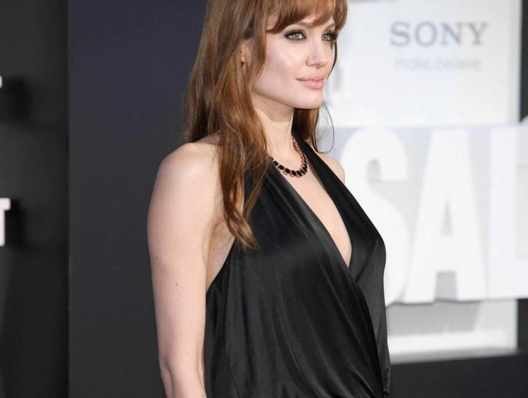 I BERLIN: To dager etter London-premieren av Salt, stilte Angelina opp i denne løse kjolen i Berlin. Foto: All Over Press