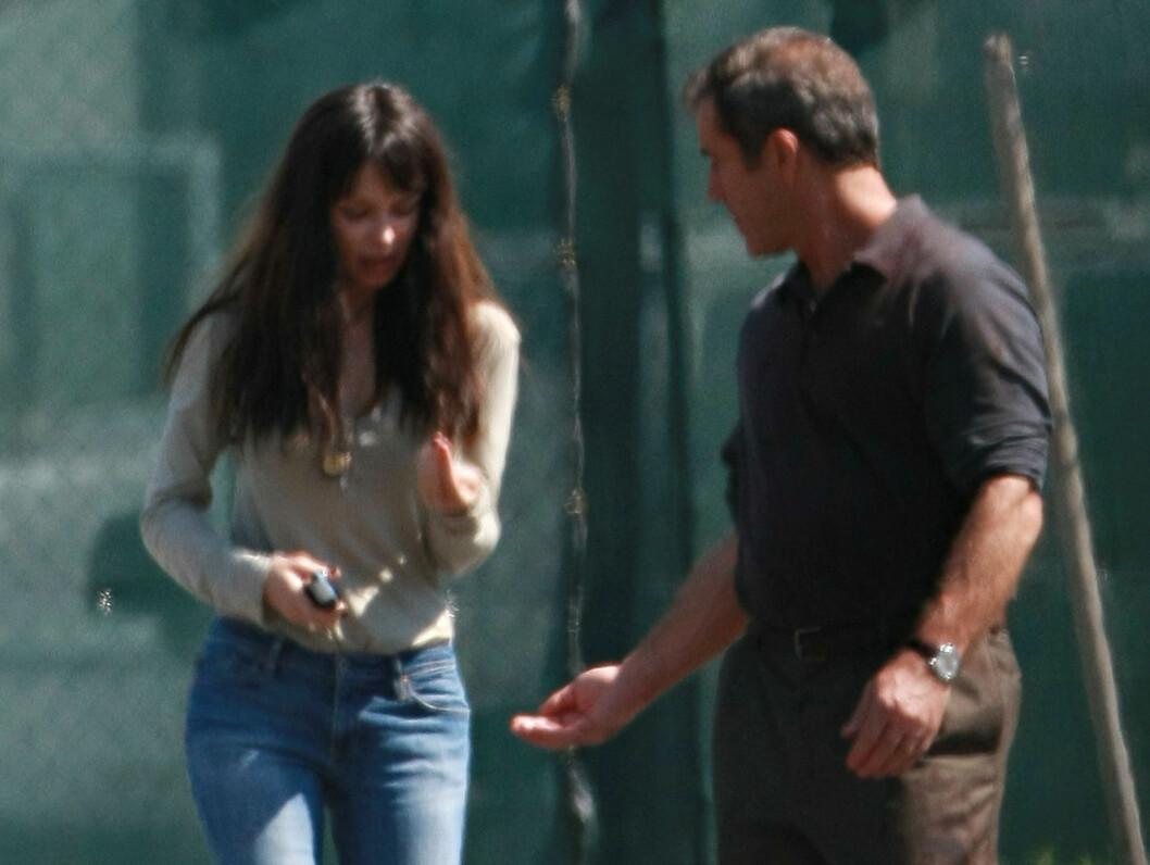 KRANGLER: - Han slo meg, sier Oksana Grigorieva. Mel Gibson slår derimot tilbake mot påstandene. Foto: Stella Pictures