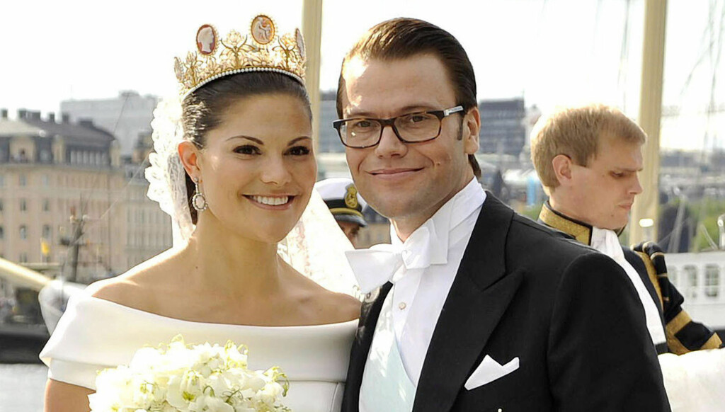 Crown Princess Victoria and Daniel Westling at their depature for the official royal barge. After the carriage ride throuhgh the center of Stockholm the newly weds Daniel Westling and Crown Princess Victoria get ready for an excursion through the bay of S Foto: Stella Pictures