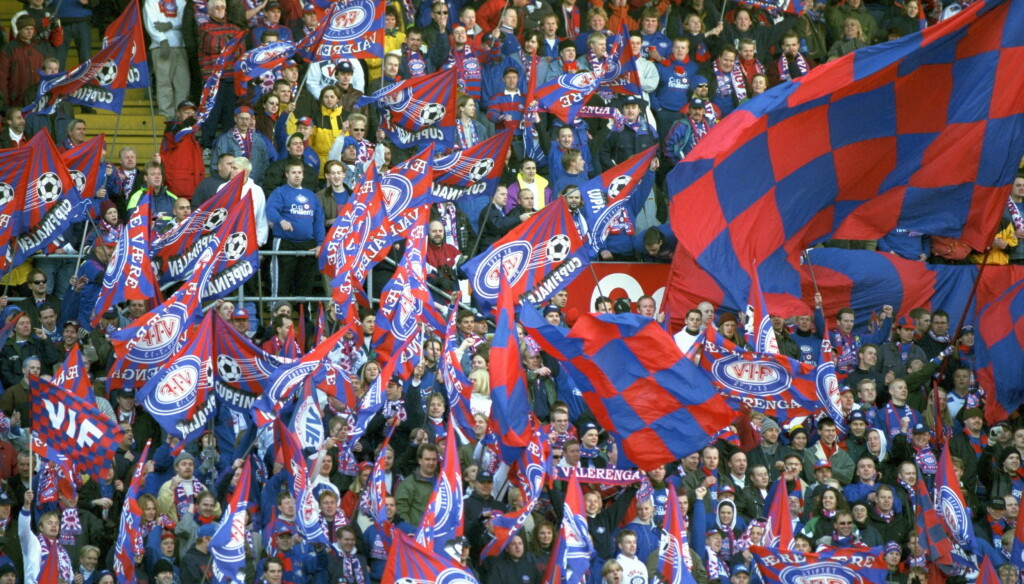 Cupfinalen på Ullevaal. Strømsgodset-Vålerenga, 2-4. VIF-klanen på tribunen.    Foto: Tom E. Østhuus / Dagbladet / ALL OVER PRESS Foto: All Over Press