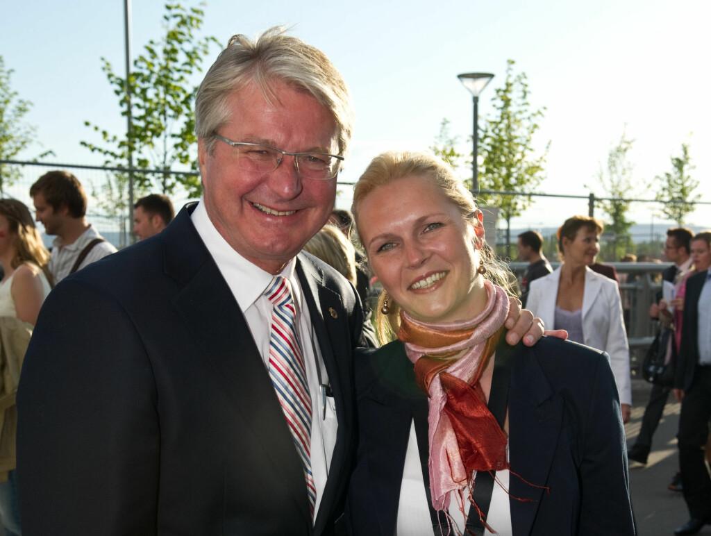 FÅR SIN FABIAN: Fredag får Fabian Stang sin Catharina Linn Munthe ombord på en båt i Oslofjorden.  Foto: Stella Pictures