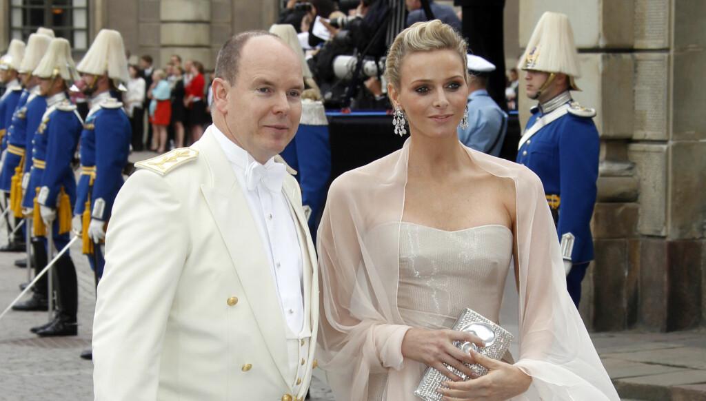 FORLOVET: Prins Albert av Monaco hadde med seg kjæresten Charlene Wittstock til Stockholm. Nå er de to forlovet.  Foto: Scanpix