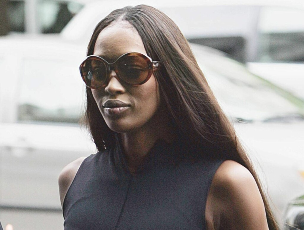 RASENDE: Naomi Campbell stormet ut fra den direktesendte TV-opptredenen da det ble klart at hun ikke fikk ta heisen, som var ødelagt. Foto: AP