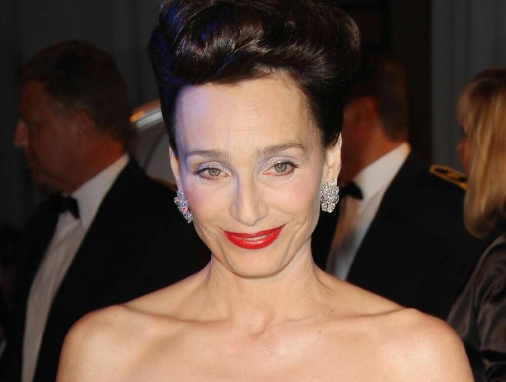 FORANDRET: Kristin Scott Thomas vakte oppsikt med sitt «nye utseende» da hun ankom Cannes-festi valen. Foto: All Over Press