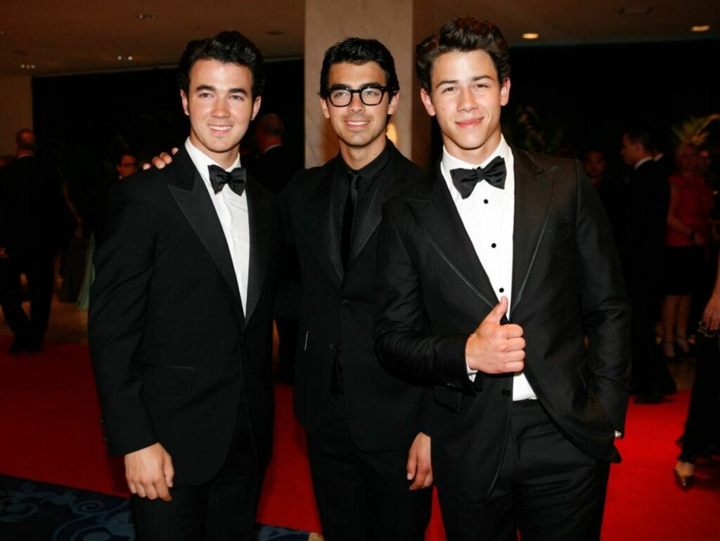 LO IKKE AV OBAMA:  - Vi er ikke pedofile, sa Kevin, Joe, og Nick Jonas i Disney-bandet Jonas Brothers etter presidentens spøkefulle tale lørdag. Foto: All Over Press