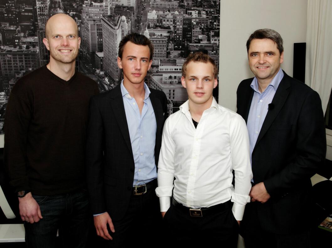 """FIKK RÅD: """"Luksusfellen""""s økonomiske eksperter Hallgeir Kvadsheim (t.v.) og Magne Gundersen (t.h.) gir gode råd til """"limousin-kameratene"""" Thomas Hofstad og Fredrik Kittel-Nielsen. Foto: TV3"""