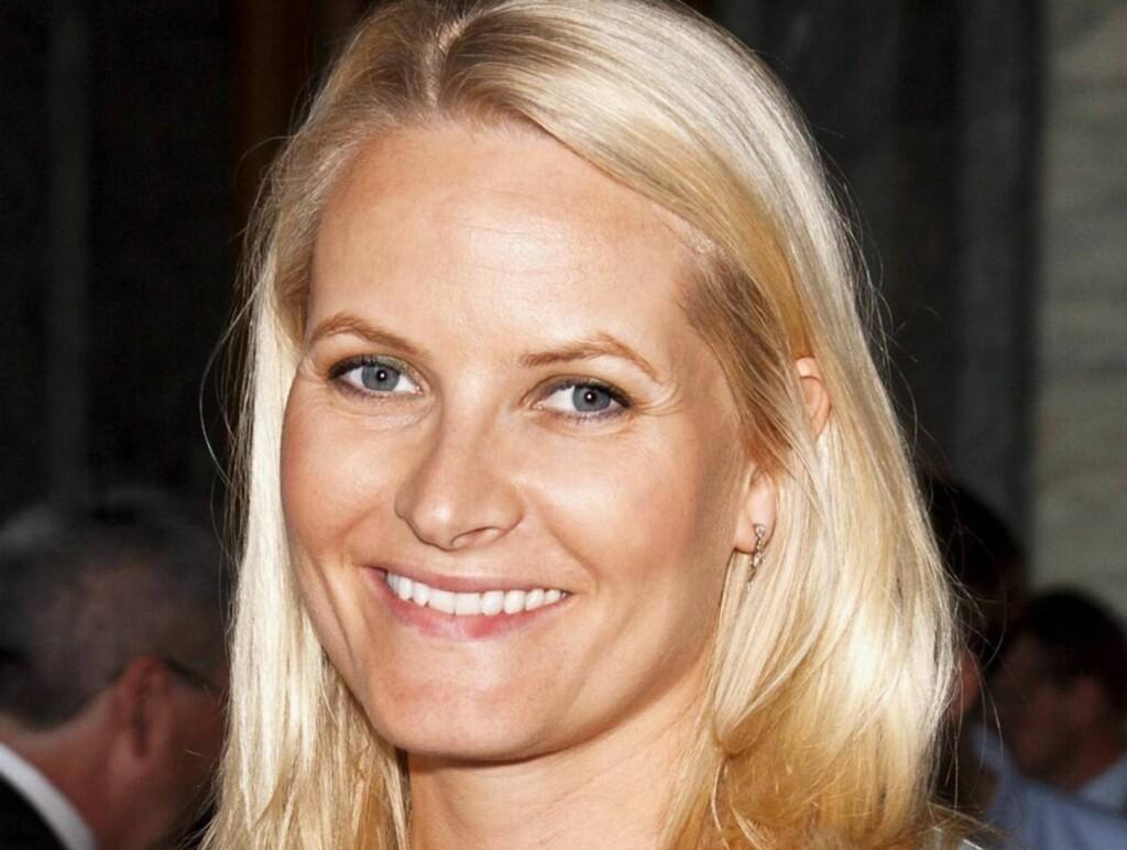 FRISK IGJEN: Etter tre ukers sykemelding kan endelig kronprinsesse Mette -Marit representere Norge igjen. Foto: Andreas Fadum
