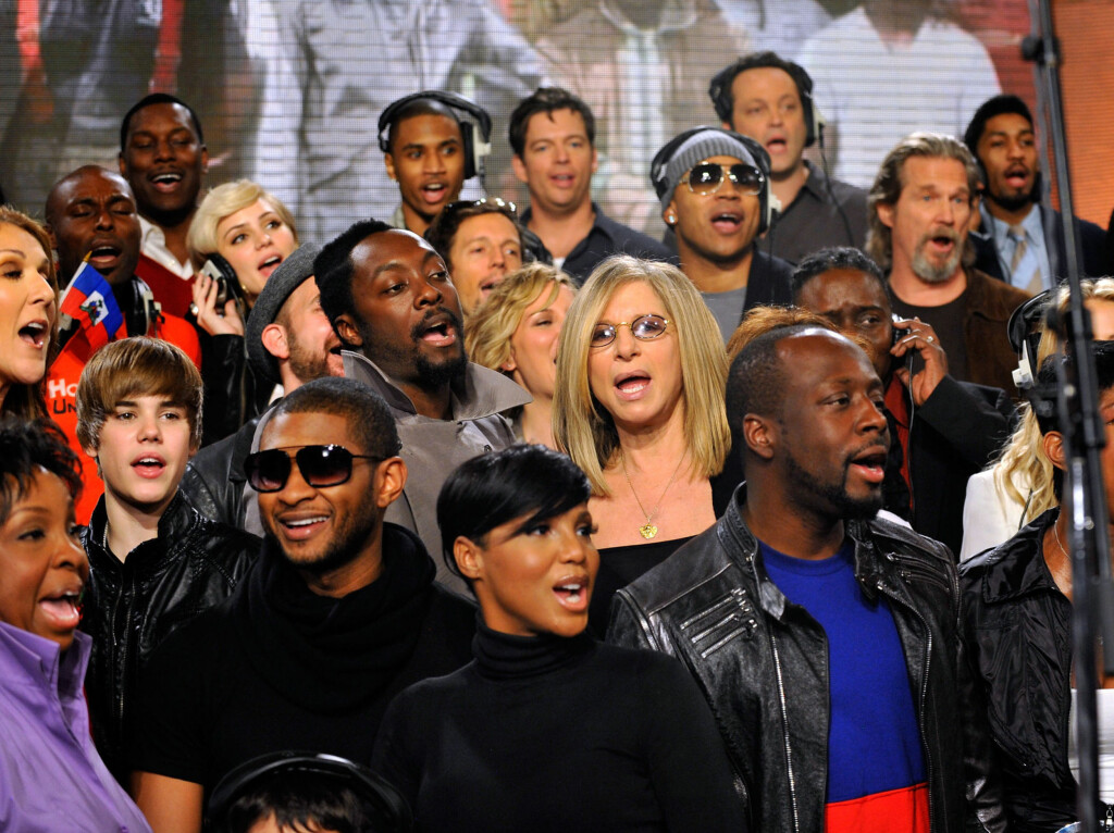"STJERNESPEKKET: Celine Dion, Justin Bieber, Usher, Katharine McPhee, will.i.am, Toni Braxton, Barbra Streisand, LL Cool J, Harry Connick Jr., Wyclef Jean, Vince Vaughn, Jeff Bridges, Natalie Cole og flere under innspillingen av ""We Are The World 25"". Foto: AP"