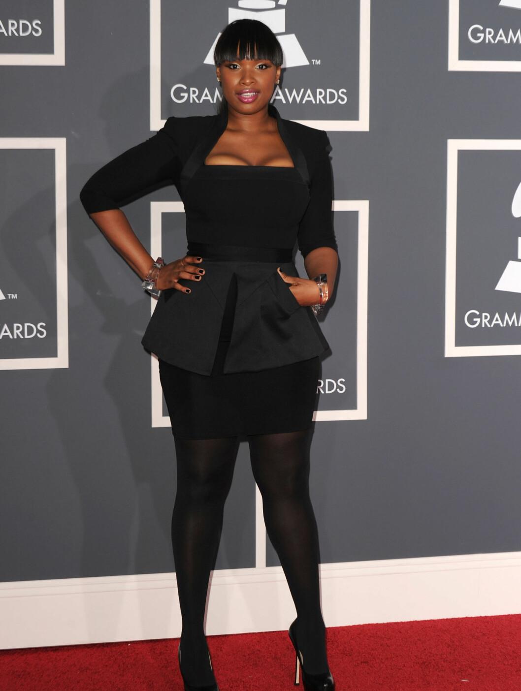 KOM I BECKHAM: Jennifer Hudson kom til Grammy i en kjole fra Victoria Beckhams nye kolleksjon. Foto: All Over Press