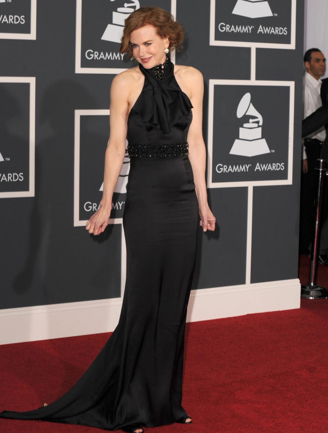 I SVART: Nicole Kidman kom i en kjole fra Prada til utdelingen.  Foto: All Over Press