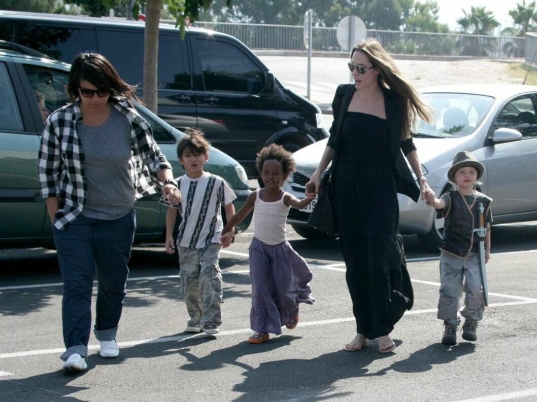 BOR HOS MOR: Sammen har paret seks barn, hvorav tre er adopterte. De vil komme til å bo hos mor. Foto: Stella Pictures