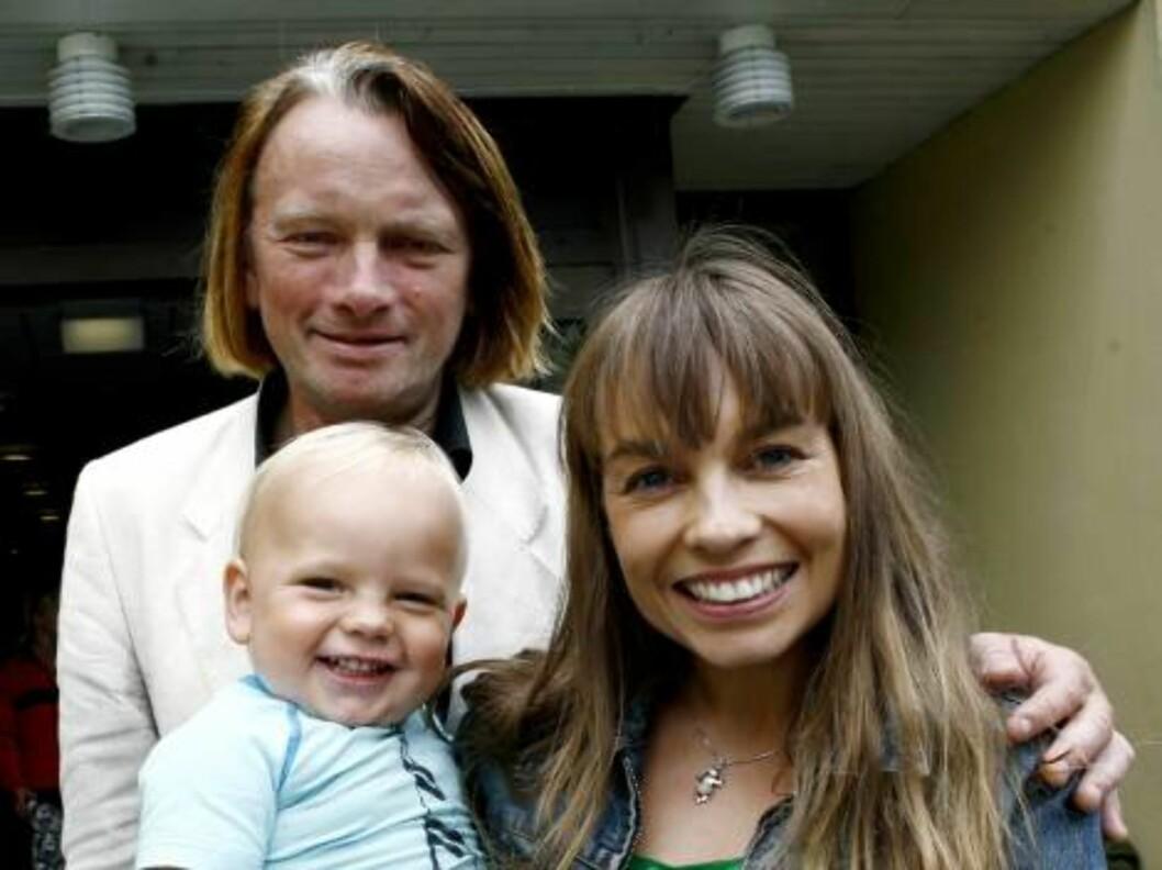 LYKKELIGE: Jan Eggum og Kaia Huuse forteller om familielykken i Se og Hør. Foto: NTB scanpix