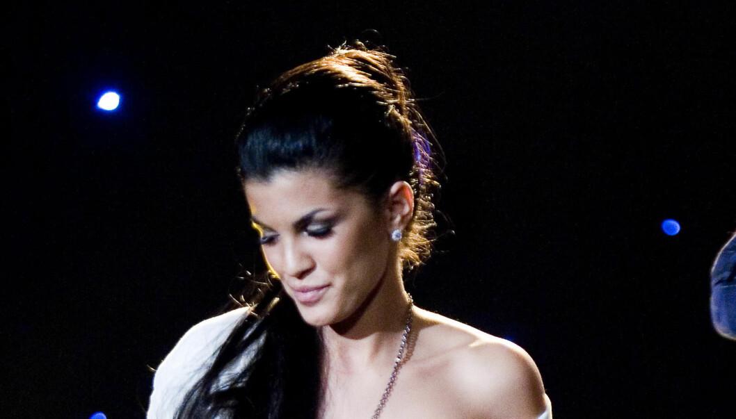 BRØT SAMMEN: - Jeg synes det er helt jævlig, sa Aylar Lie da hun i et intervju med TV 2s Thomas Leikvoll ble vist opptak av et nakenstunt hun gjorde på Karl Johan i 2004. Foto: Scanpix