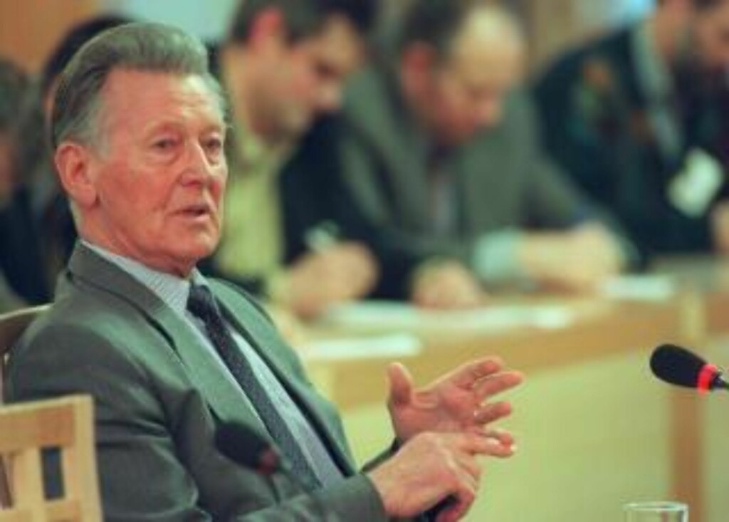 AVVISER AT HAN VISSTE: Jostein Erstad var POT-sjef under Treholt-etterforskninga.  Foto: NTB-foto Per Løchen