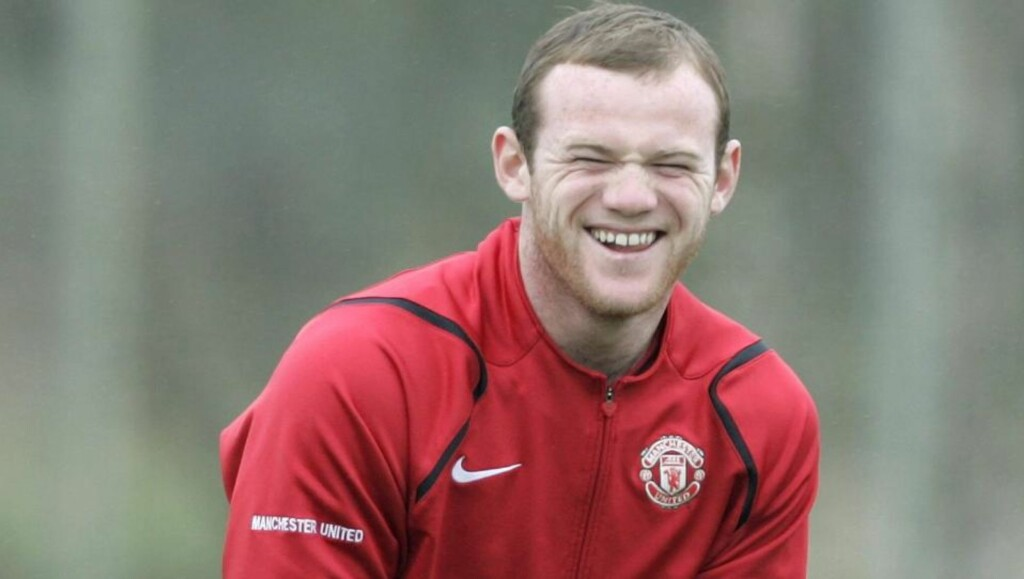 LIKER Å ERTE: Wayne Rooney forteller at han spiller Fifa online mot «vanlige folk» fra Kina, USA eller hvor som helst. Og han forteller at noe av moroa er å erte folk når han leder ved å drøye tida eller spille destruktiv fotball.  Foto: Phil Noble, Reuters/Scanpix