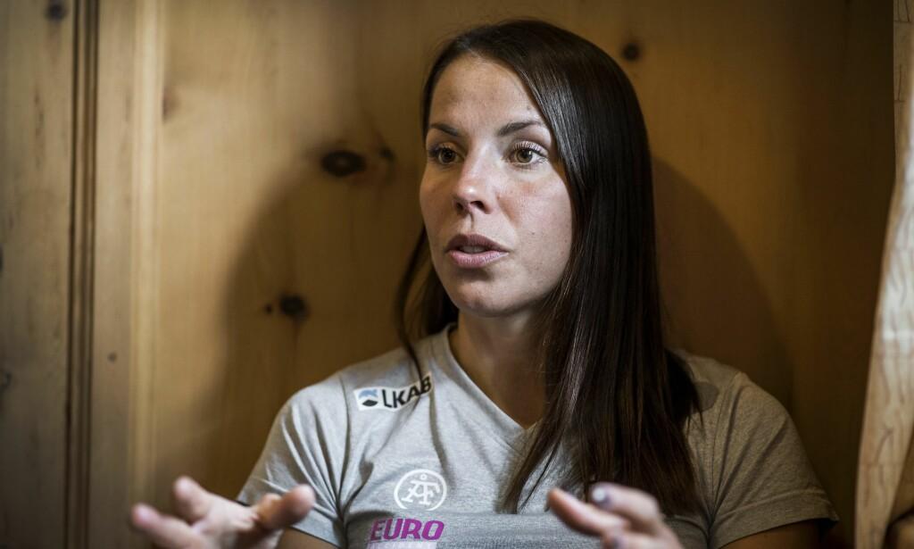 ALENE: Charlotte Kalla satser utenfor det svenske landslaget - slik som Petter Northug gjør i Norge. Men selv om likhetstrekkene er mange og Kalla lar seg inspirere av Northug, ønsker hun ikke råd. Foto: NTB Scanpix