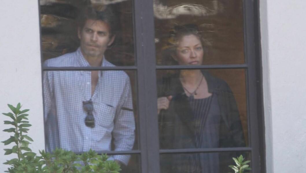 BLIR DETTE BARNEROMMET?: Eric Dane og hans gravide kone Rebecca Gayheart inspiserer huset som de vurderer å flytte inn i. Foto: All Over Press