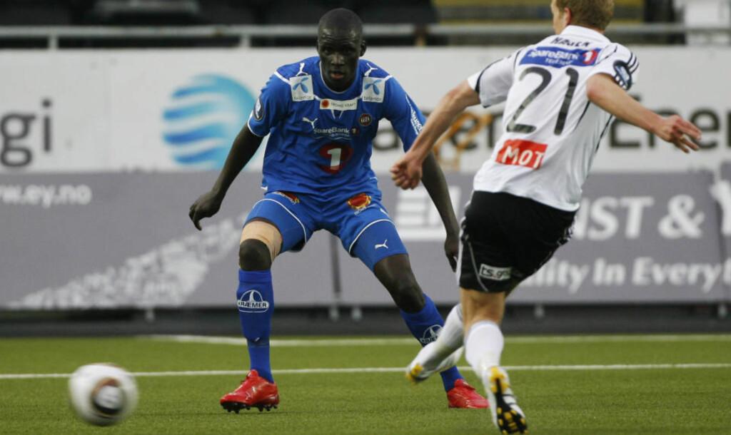 ETTERTRAKTET: Tromsø kan ha gjort et varp på overgangsmarkedet da de sikret seg Kara Mbodji fra Diambars i Senegal. Nå bekrefter klubben at selveste Arsenal er interessert i den solide midtbanemannen.Foto: Trond Reidar Teigen / SCANPIX
