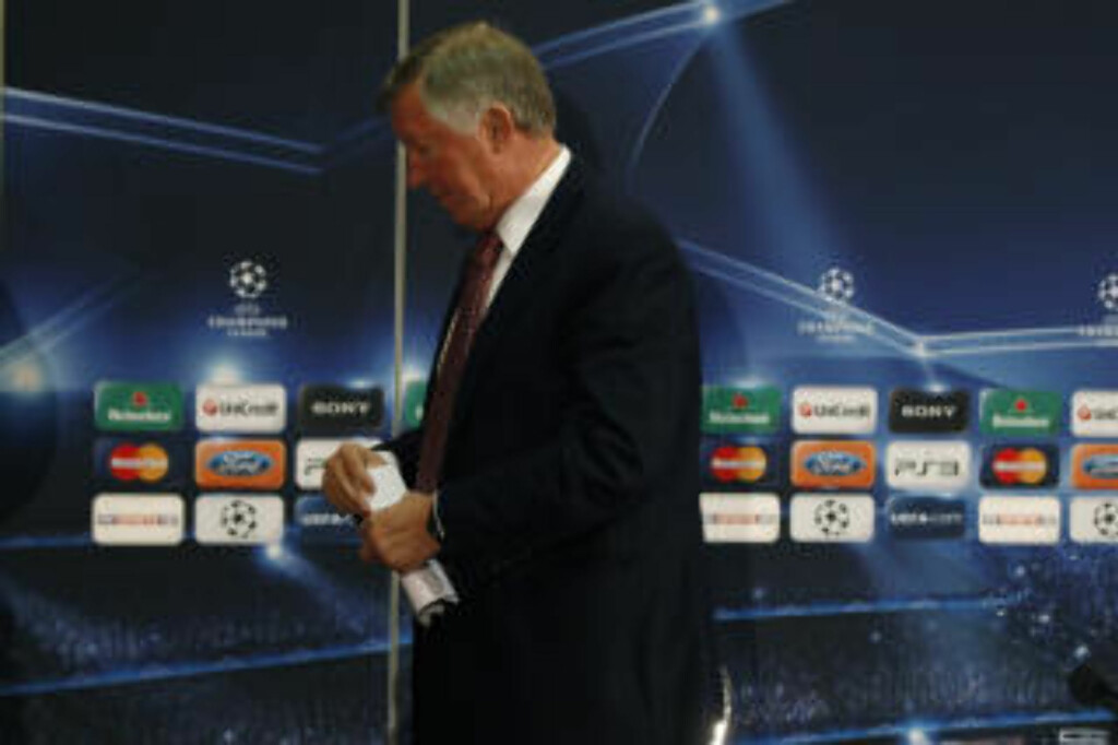 SLAGEN: Alex Ferguson sier han er sjokkert over Rooneys ønske om å forlate klubben. Men nå har han spilt ballen over på spissens banehalvdel, hjelper det å holde døra åpen?Foto: SCANPIX/REUTERS/Phil Noble