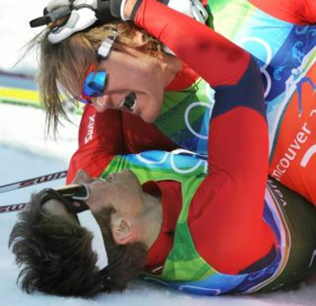 OL-VINNERE: Petter Northug og Øystein Pettersen er beggge vinnere av OL-sprintstafetten. Bare den ene tjente to millioner i fjor. Foto: EPA/DANIEL DAL ZENNARO