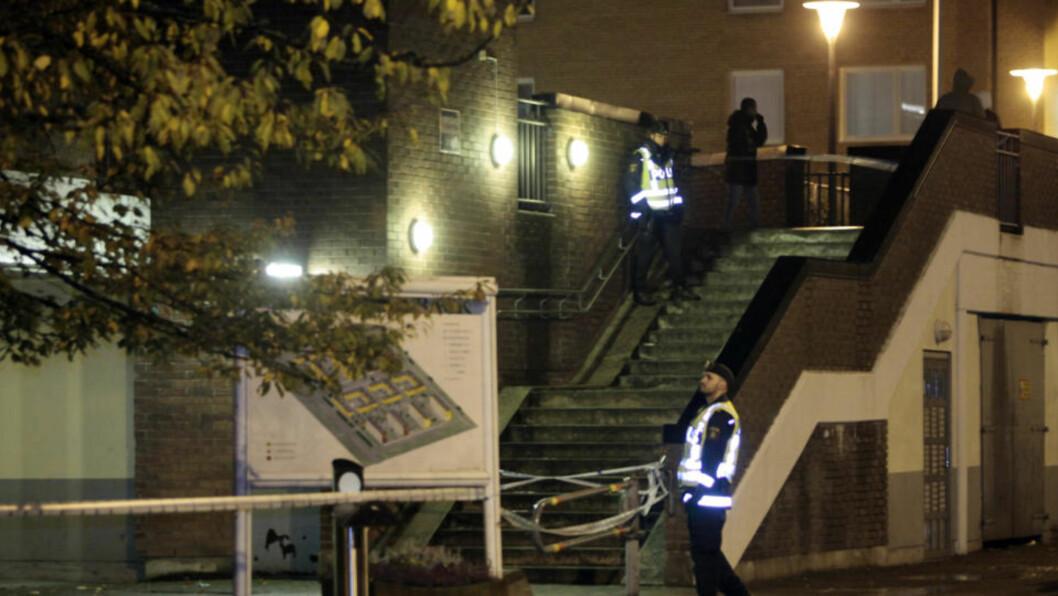 <strong>TO SKUTT:</strong> To kvinner ble skutt og såret i bydelen Kroksbäck i Malmö i kveld. Foto: Drago Prvulovic/Scanpix