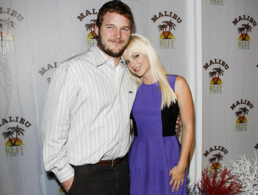VISTE SIN KJÆRLIGHET: Nygifte Chris Pratt og Anna Faris klarte ikke å skjule sin kjærlighet da de tirsdag dukket opp på en veldedighetsfest i Malibu. Foto: Stella Pictures