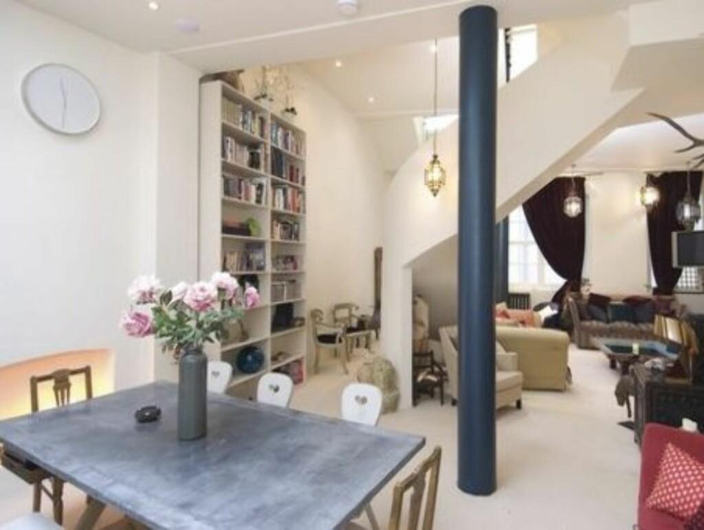 TIL SALGS: Slik ser det ut inne i Sienna Millers bolig. Nå kan den bli din.