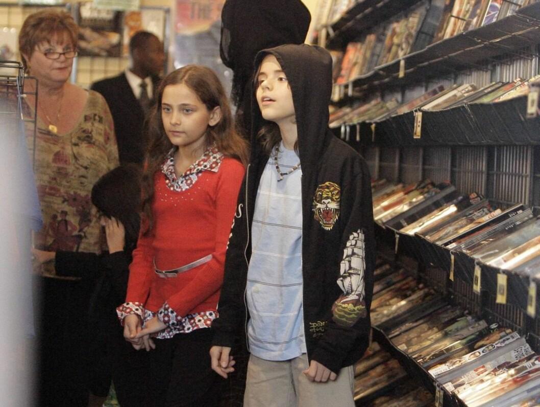 HJEM TIL MAMMA: Michael Jackson jr og Paris Katherine kan nå bli hovedpersonene i en lang drakamp mellom deres bestemor Katherine Jackson og deres mor Debbie Rowe. Foto: All Over Press