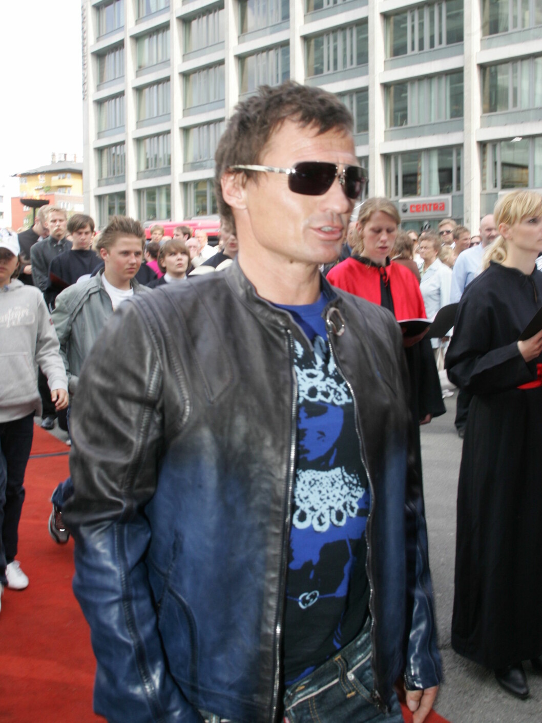FESTKLAR: Petter Stordalen var en av mange kjendiser som dukket opp på tirsdagens premiere. Foto: Stella Pictures