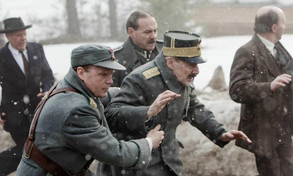 VANT: «Kongens nei» med Anders Baasmo Christiansen og Jesper Christensen i hovedrollene. Foto: Paradox