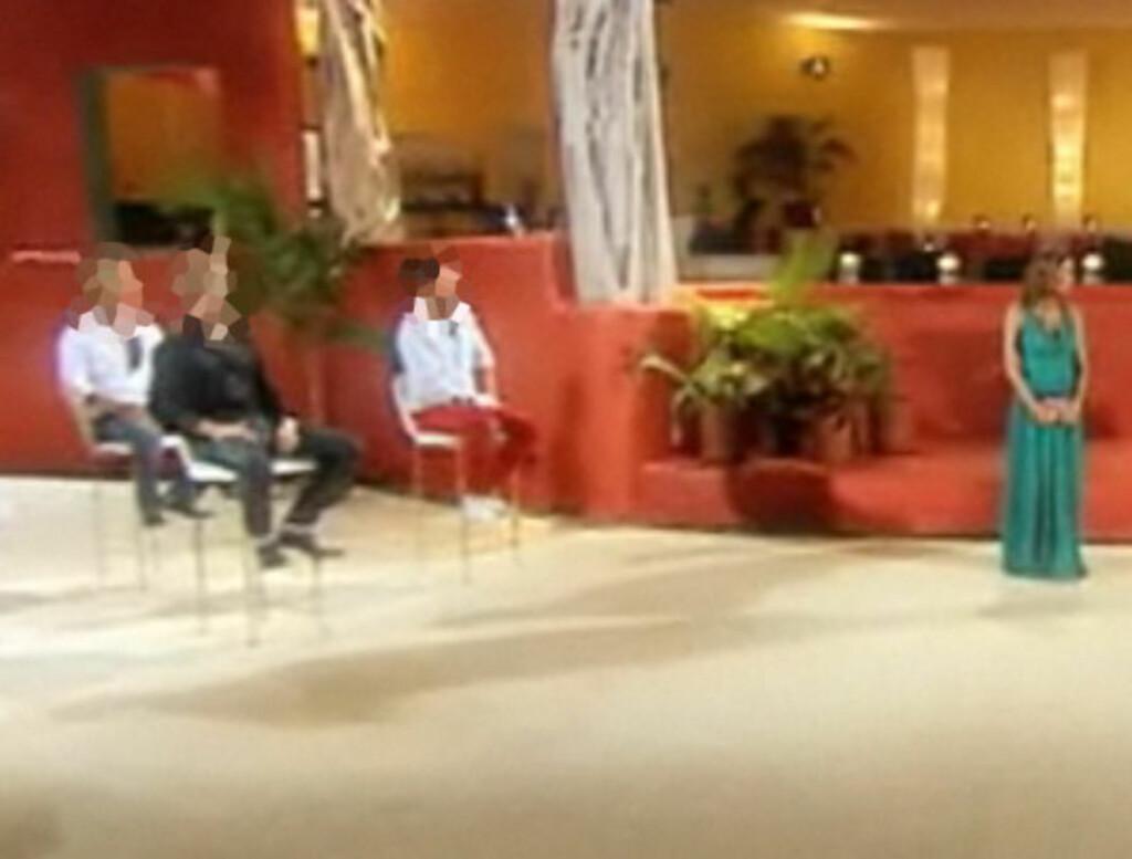 SKULLE IKKE VÆRT VIST: Dette bildet - som ble lagt ut i en video på TV3s nettsider avslører at en av gutta på Paradise Hotel mangler når parseremonien setter i gang. Guttene på bildet er bluret ut at Seher.no.