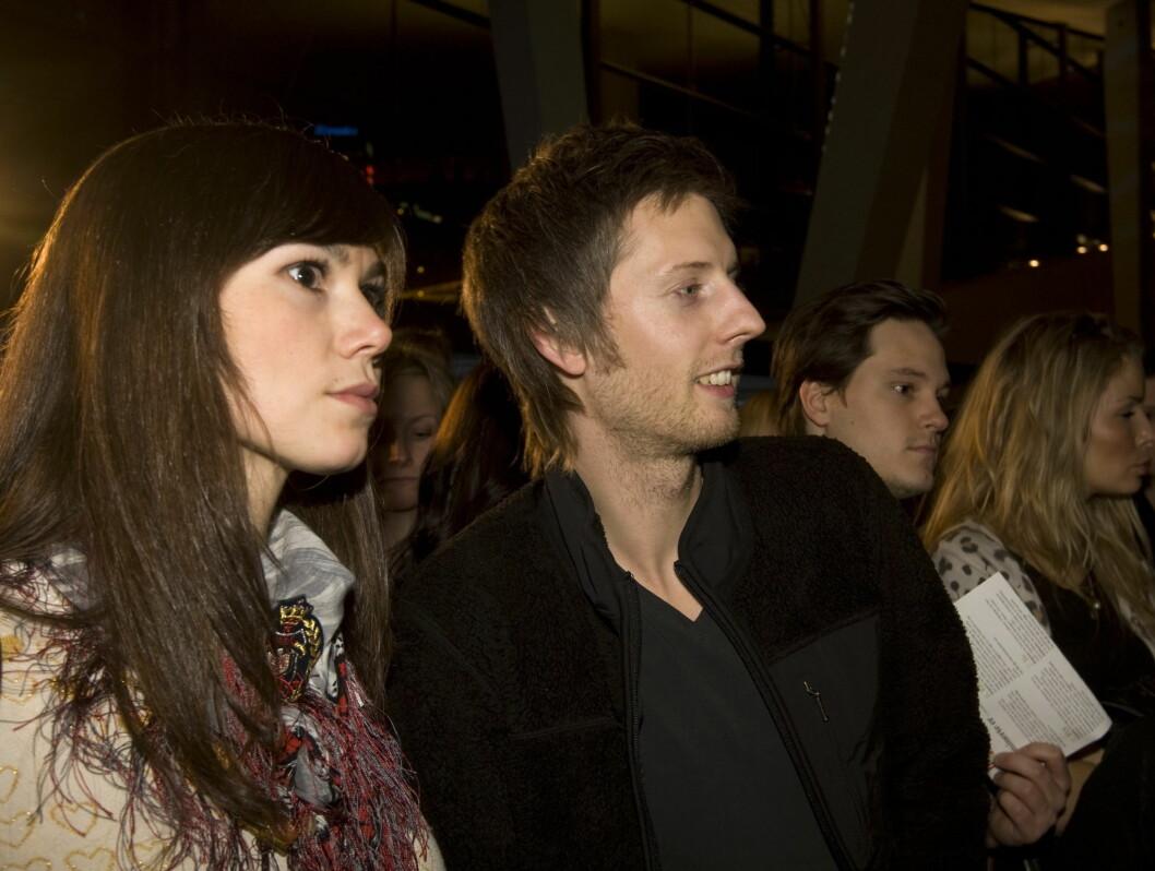 INTERESSERT I MOTE: Gaute Grøtta Grav hadde med kjæresten Silje Hvarnes på Oslo Fashion Week. Foto: SCANPIX