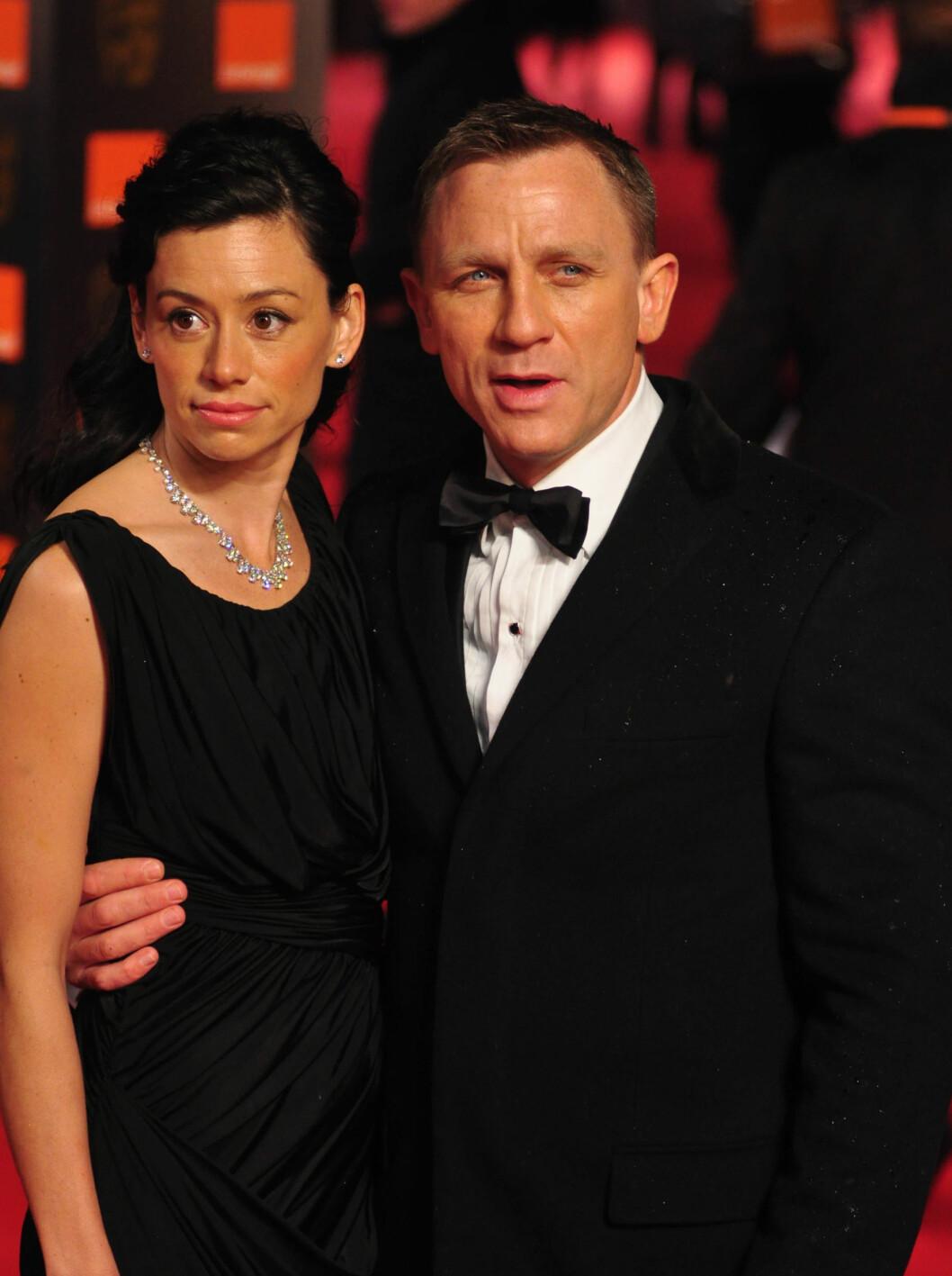 BONDPIKEN: Daniel Craig kom med sin private Bondpike, kona Satsuki Mitchell. Foto: All Over Press
