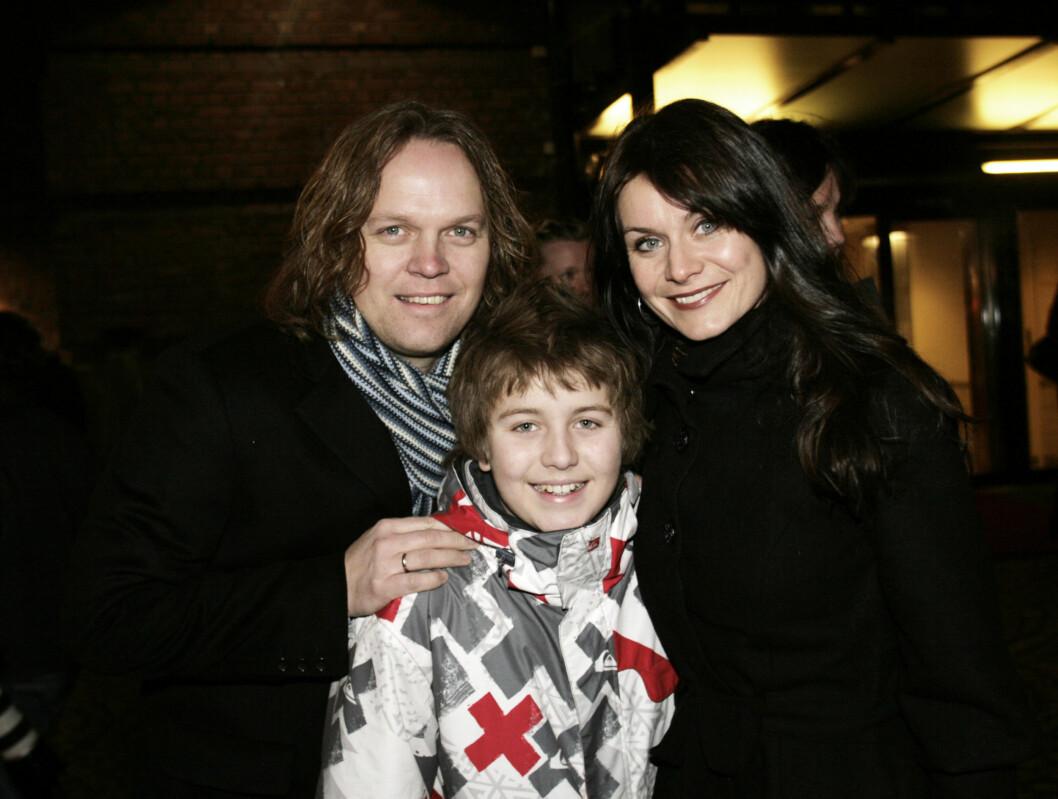 LYNGBØ-FANS: - Vi er store fan av dagfinn! fortalte Kathrine Moholt til Seher.no. Her sammen med ektemannen Snorre og sønnen, Markus. Foto: Kirsti Irgens Ertsås