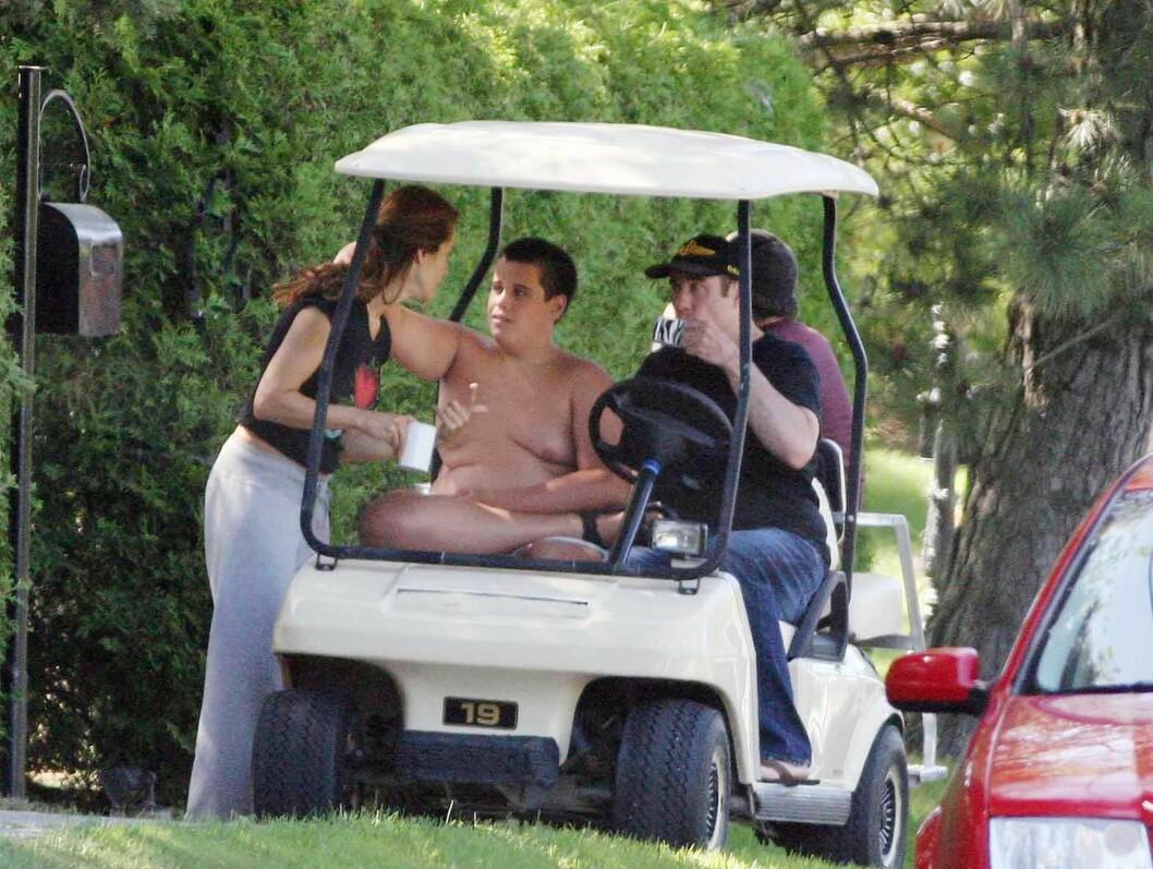 DESPERAT KAMP: John Travolta kjempet desperat for å redde sønnens liv. Her er familien avbildet på golfferie i 2006.  Foto: All Over Press