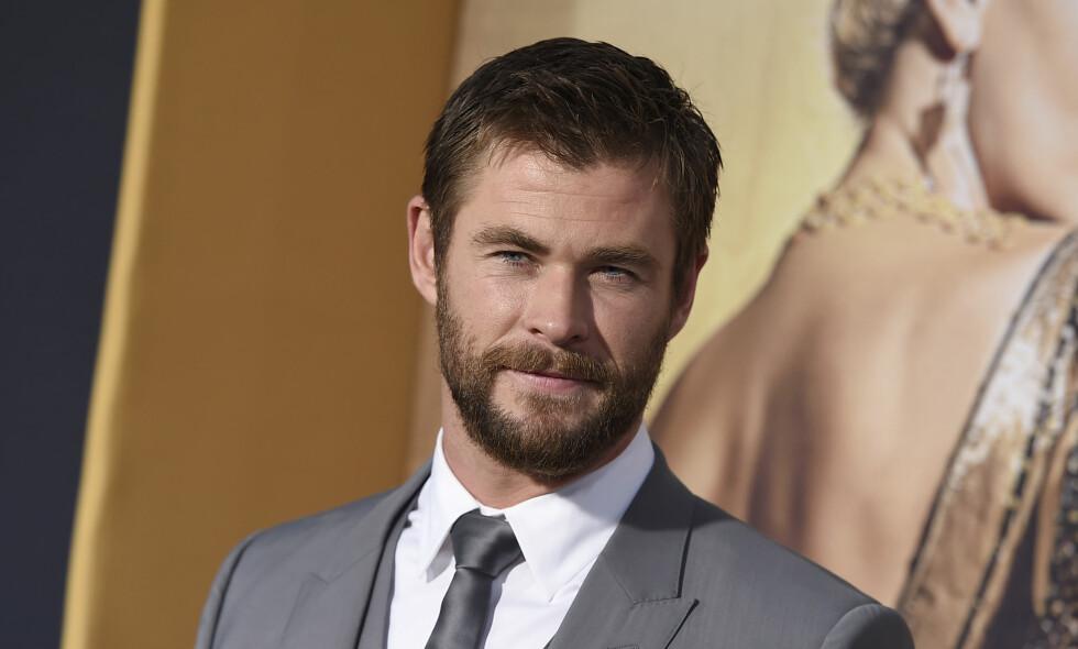 SKUMMEL OPPLEVELSE: Chris Hemsworth ble angrepet av en villhund på stranda.