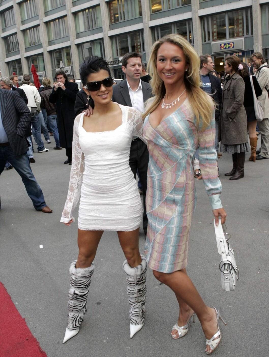 PÅ KINO MED AYLAR: Pussig par, tenkte vel de fleste da Pia dukket opp på premieren av Mission Impossible II med Aylar Lie (t.h.) våren 2005. Men det så ut som de hadde det hyggelig...    Foto: SCANPIX