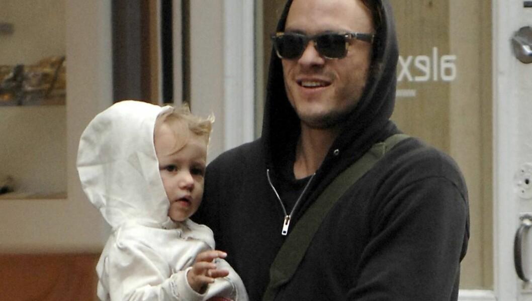 <strong>BLIR KRITISERT:</strong> Heath Ledger, her sammen med datteren Matilda Rose, har kommet med uriktige opplysninger i sin forsikringsavtale, mener forsikringsselskapet ReliaStar.  Foto: STELLA PICTURES