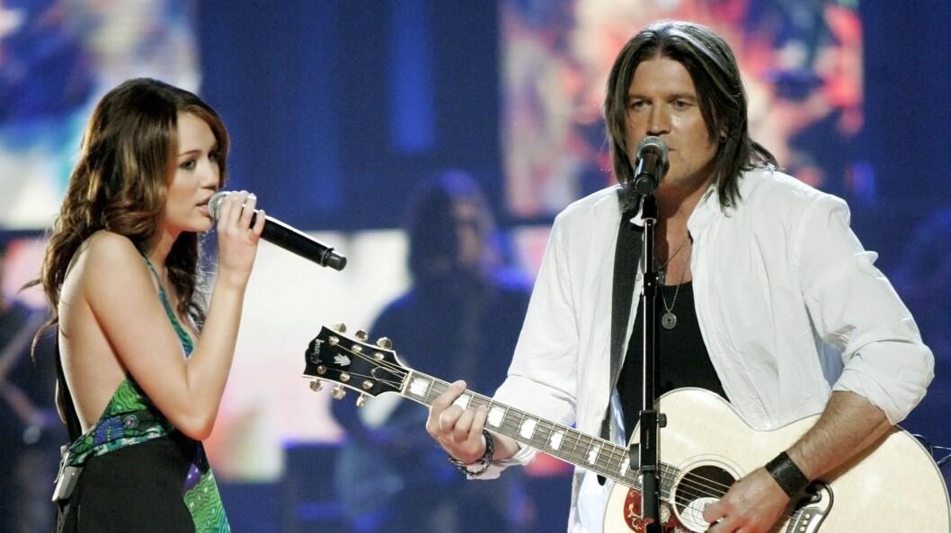 """- DUMPER HANNAH: Miley og Billy Ray Cyrus er angivelig på vei ut av """"Hannah Montana"""". Nå vil de begge satse på artistkarrierene. Foto: AP"""