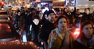 BLOKKERTE VEIER: Demonstrasjon i New York. Foto: Øistein Norum Monsen