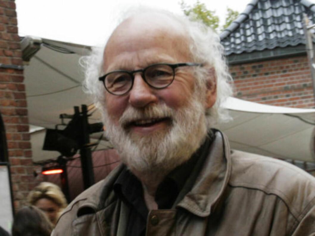 NÅ MED SKJEGG: Skuespiller Jon Skolmen (67) var klar for Anne Kats nye show. Foto: Seher.no