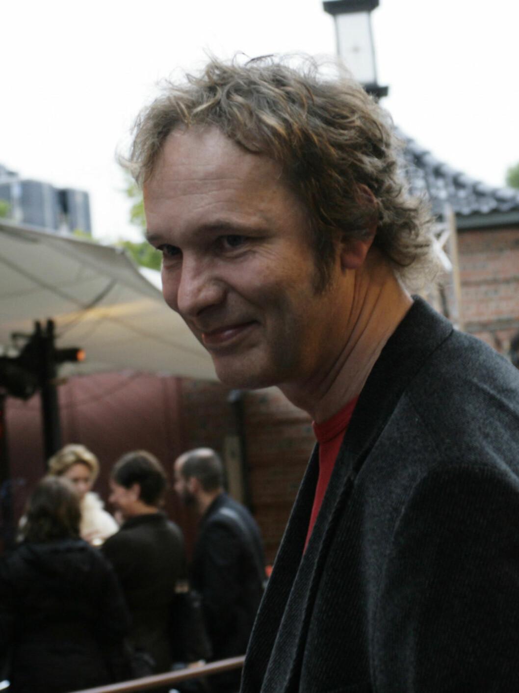 PÅ LATTER: NRK-programleder Claus Wiese (48) på Latter. Foto: Seher.no