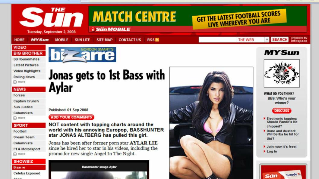 HENGT UT: På the Suns nettsider blir Aylar Lie påstått å være den som kysser Basshunter i et videoklipp lagt ut i artikkelen. Foto: Faksimile/Seher.no