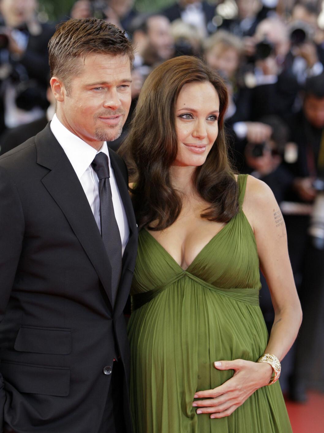 <strong>ERSTATTET:</strong> Jolie, som nylig fikk tvillinger med Brad Pitt, har dekket over tatoveringen med koordinatene til der barna hennes ble født. Foto: AP