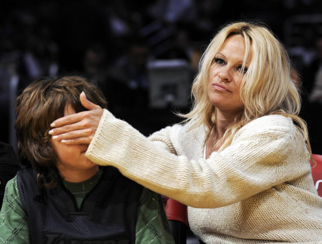 """<strong>BORTE VEKK:</strong> Etter skilsmissen med Tommy, forandret Pamela """"Tommy"""" til """"Mommy"""". Nå ser det ut til at blekket er helt borte. Foto: AP"""