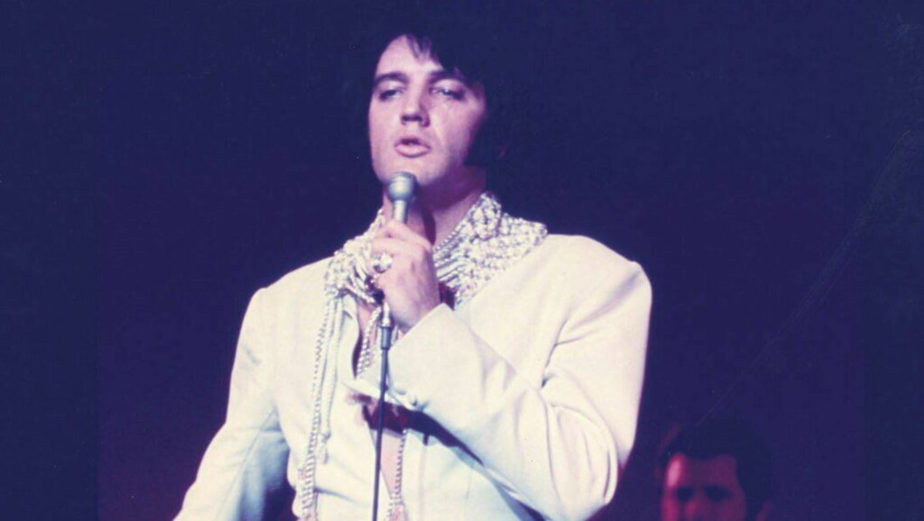 ØNSKET LEVENDE: Elvis Presley er mannen England ønsker sterkest å se i live igjen Foto: Scanpix