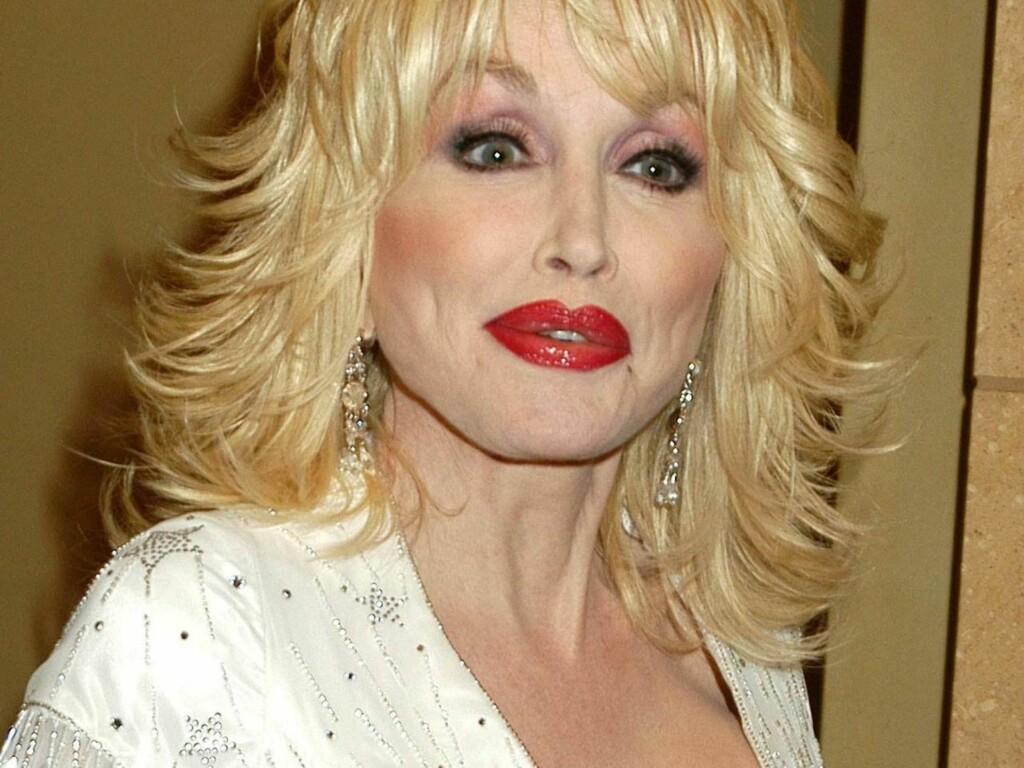 KUN STANDARDKRAV: Dolly Parton har tydeligvis lært etter den negative publisiteten hun fikk sist hun besøkte Norge. Foto: Stella Pictures