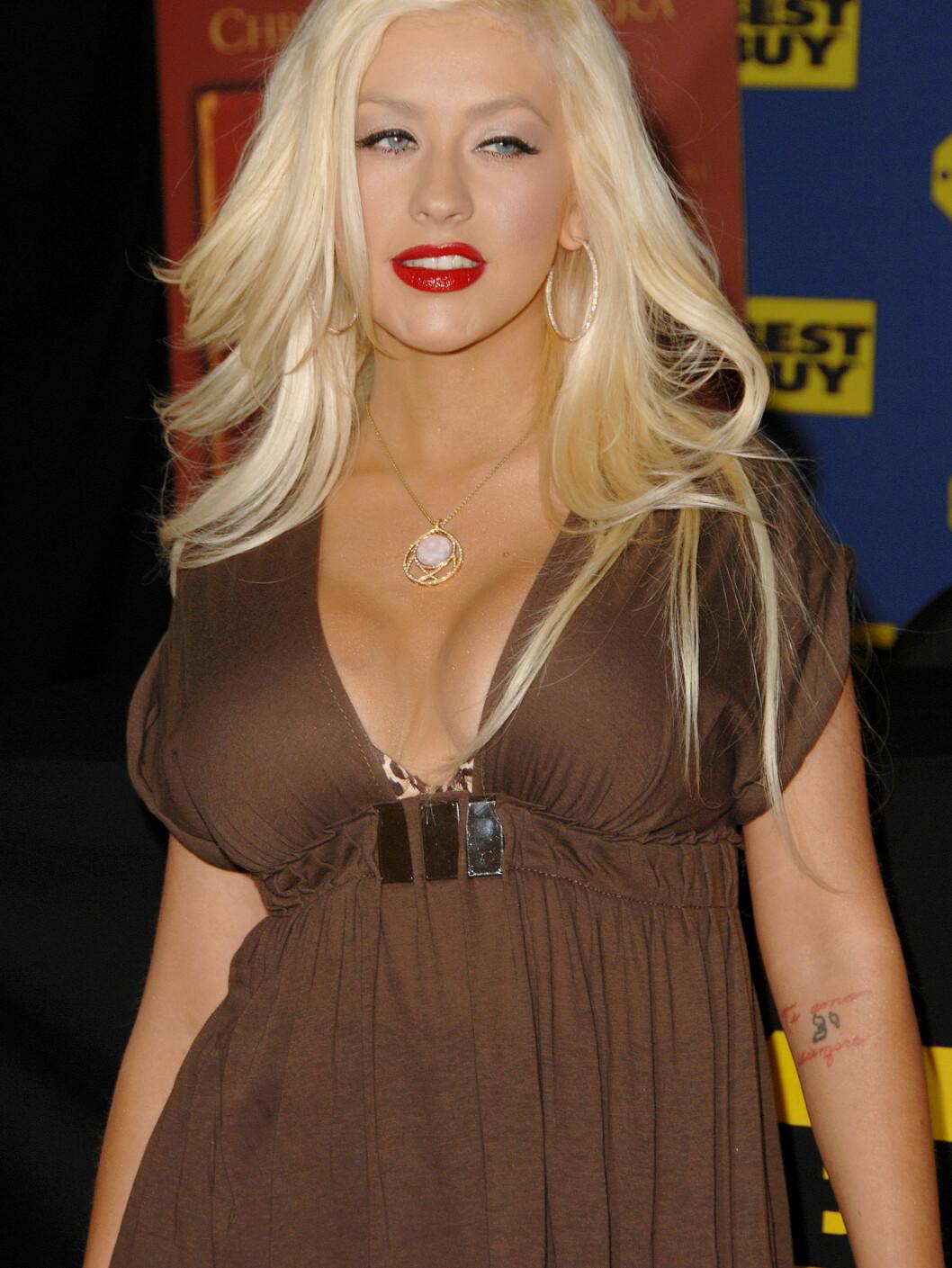 BEHOLDER PRISLAPPENE: Christina har nemlig ikke lyst til å glemme hvor store brystene hennes var da hun ammet. Foto: All Over Press