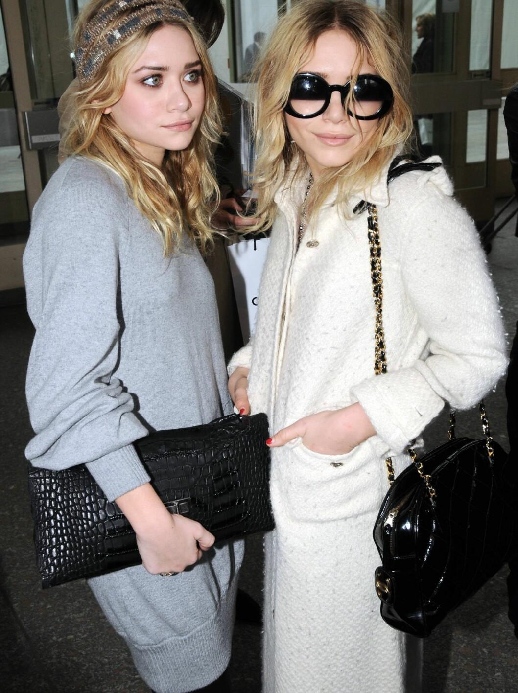 Mary-Kate og Ashley Olsen er kåret til de verst kledde stjernene av In Touch. Foto: All Over Press