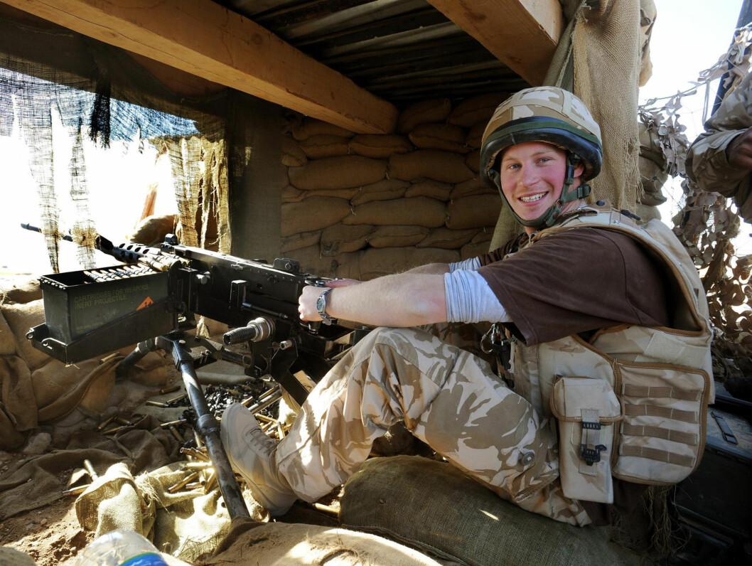 <strong>SMILER:</strong> Prins Harry ser ut til å trives i Afghanistan... Foto: AP